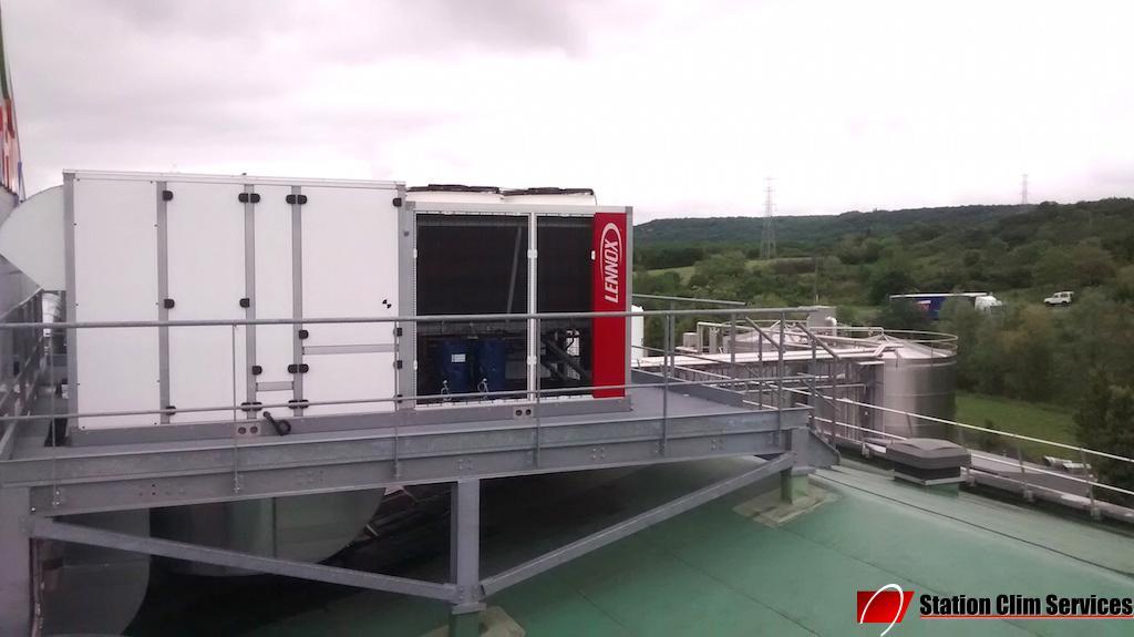 installation-groupe-eau-glacee-sur-le-toit-societe-volvic