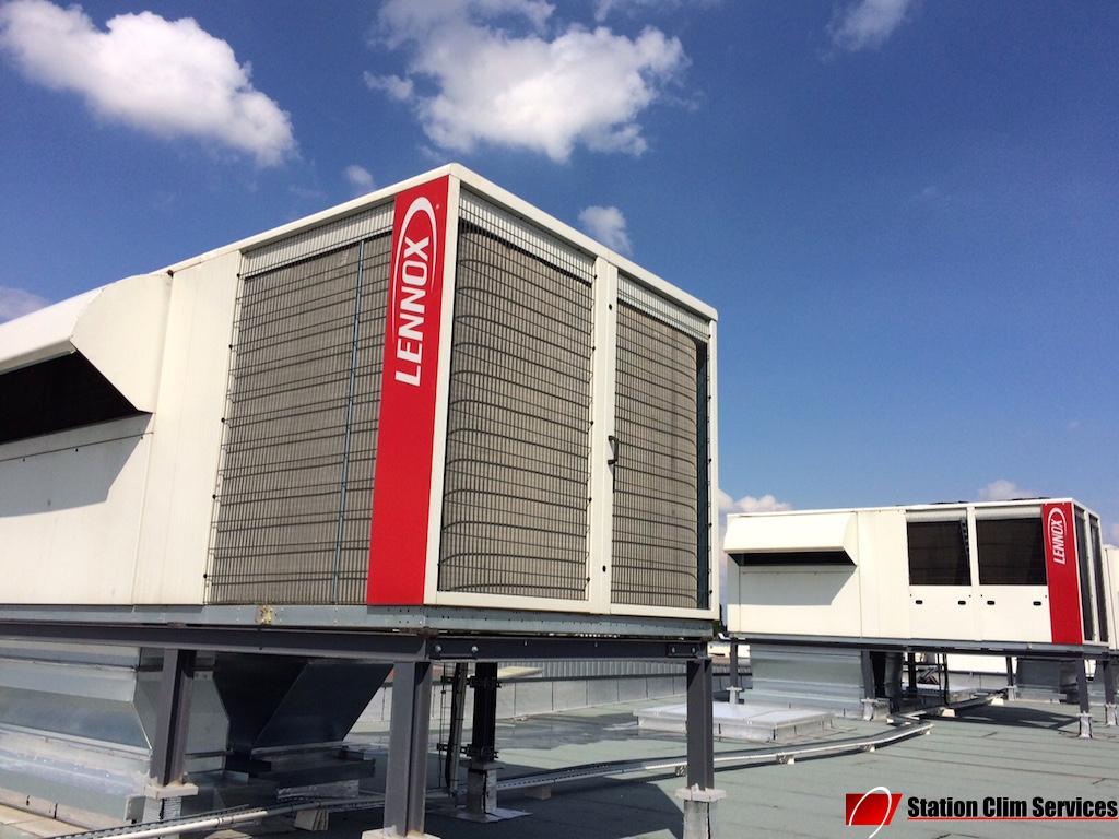 station-de-climatisation-lennox-shm200-sur-le-toit-usine-emerson-genas-69740-rhone